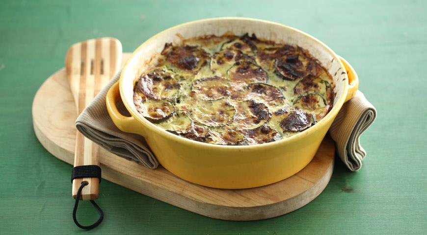 Casserole from courgettes, potatoes and feta