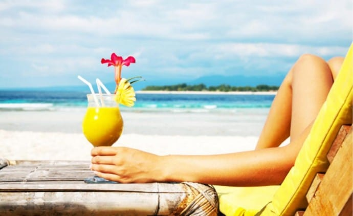 Drinking alcohol on the beach: 4 reasons not to do it