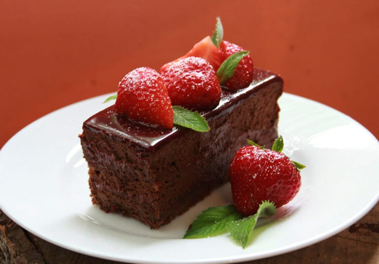 Chocolate-strawberry diet cake