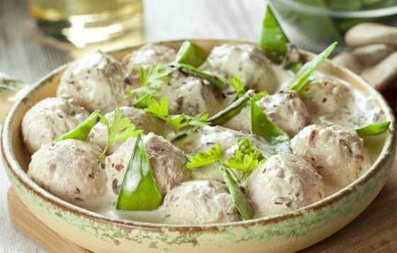 Meatballs with cream sauce