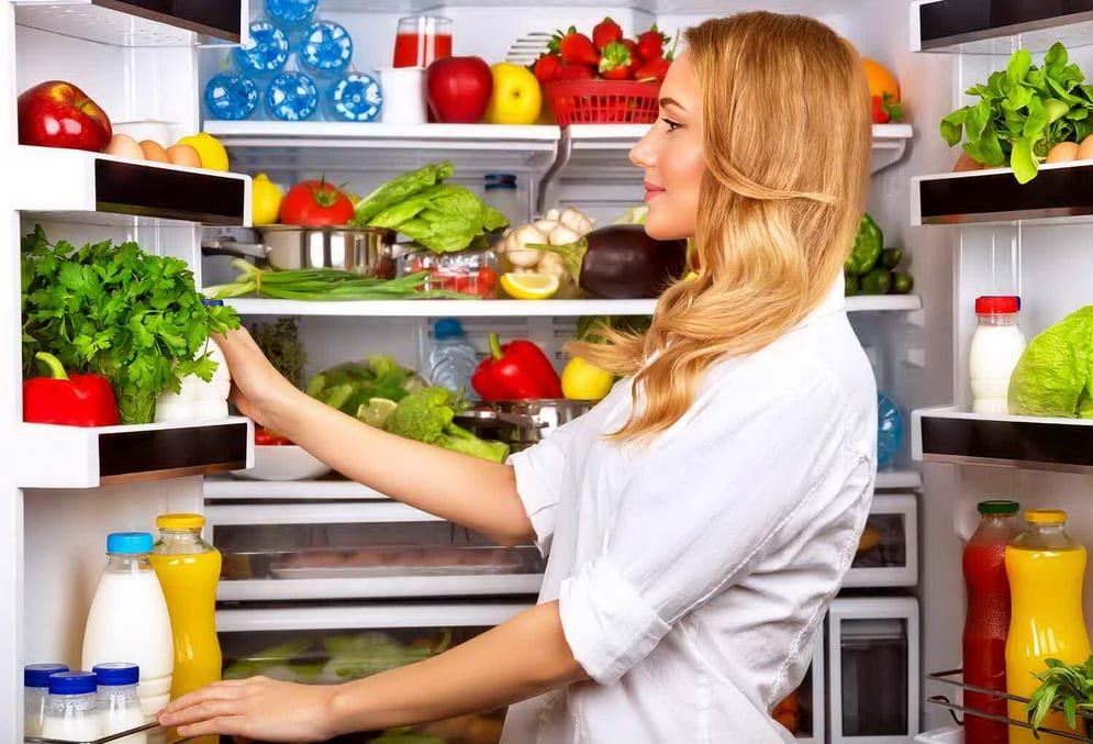 How to get rid of unpleasant smell in the refrigerator: 5 tips